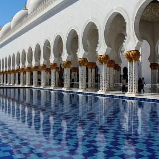 Abu Dhabi, Gran Moschea