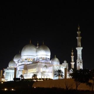 Abu Dhabi, Gran Moschea di notte