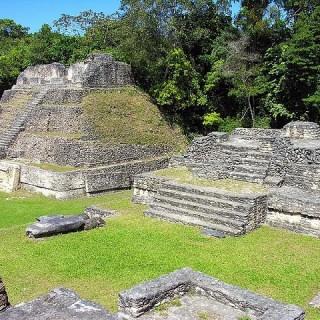 Belize, piramidi presso il sito archeologico Caracol