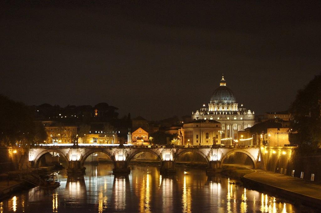 Roma, San Pietro di notte