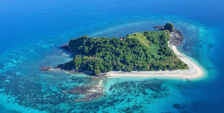 Risultati immagini per il mare di smeraldo madagascar