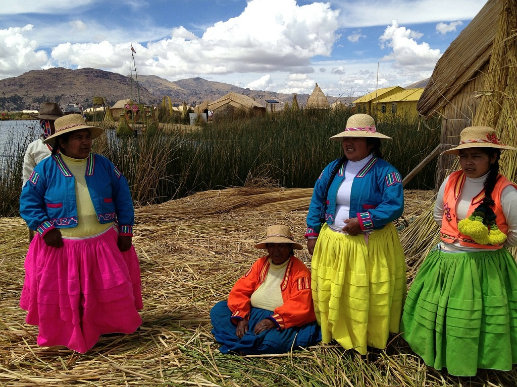Perù, donne, lago Titicaca