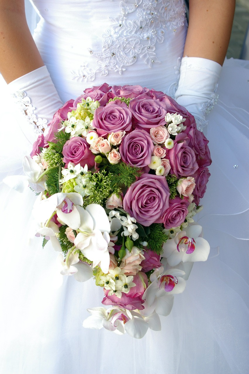 abito da sposa, bouquet rose